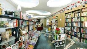 Interior de la librería Apunto