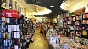 Interior de la librería Couceiro