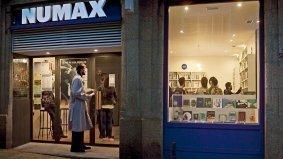 Exterior de la librería Numax