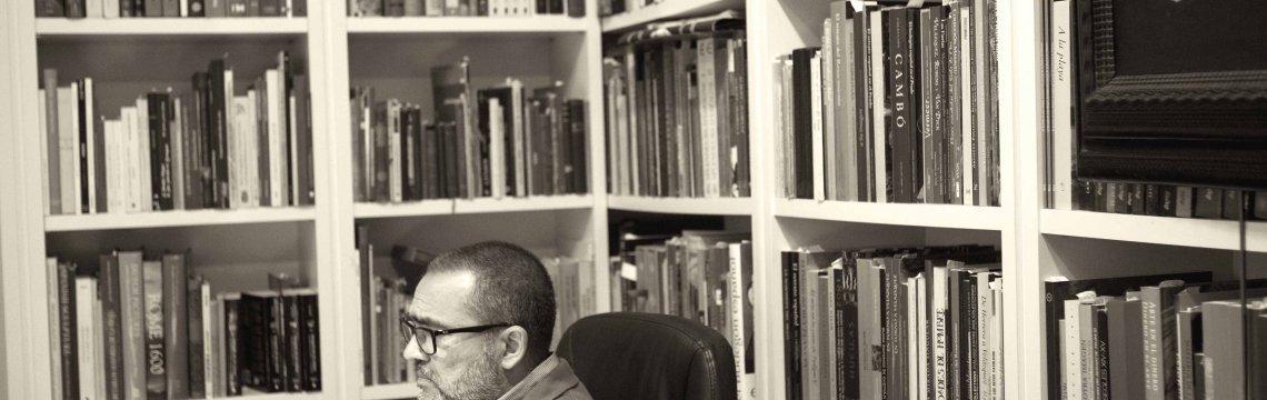 José Gómez Frechina en su escritorio. Foto: Elsa Bernaldo de Quirós